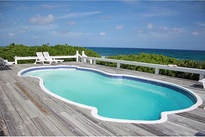 Private pool overlooking the ocean