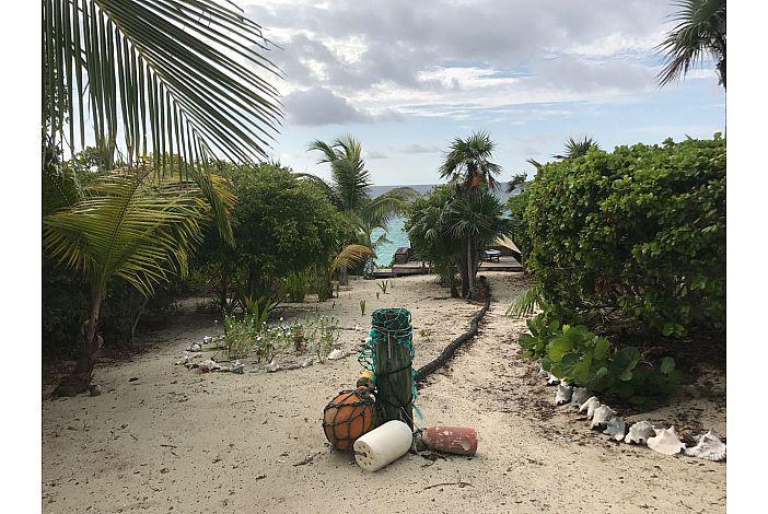 Path to beautiful beach