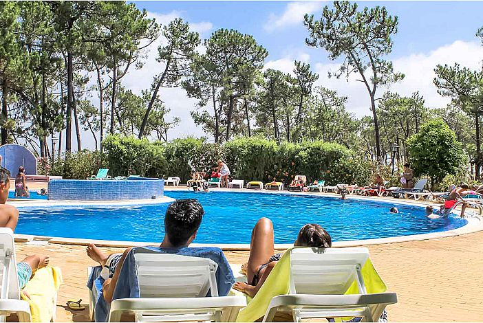 A rotina diaria, apanhar sol junto da piscina