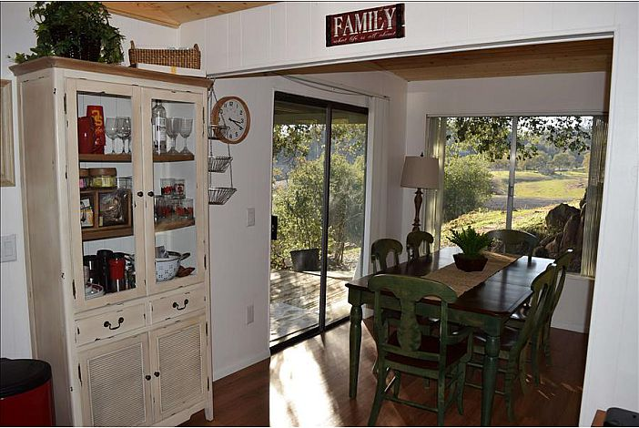 Family Dining Room in Waters Edge Rental