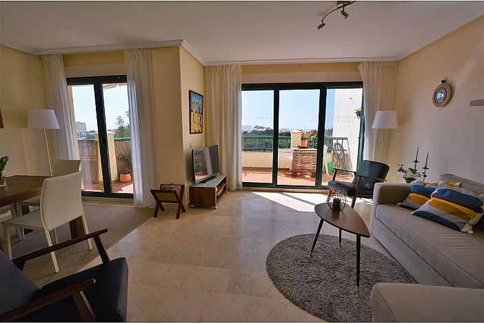 Bright apartment with great views