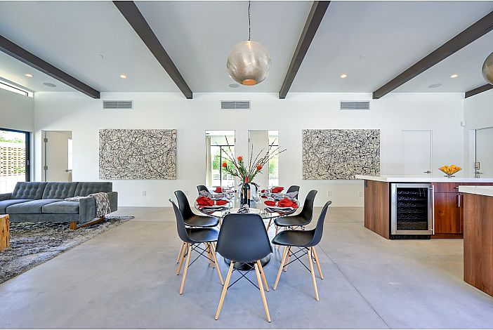 Giant Great Room with Post and Beam Construction