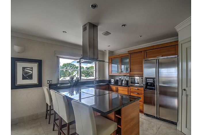 Contemporary Eat in Kitchen