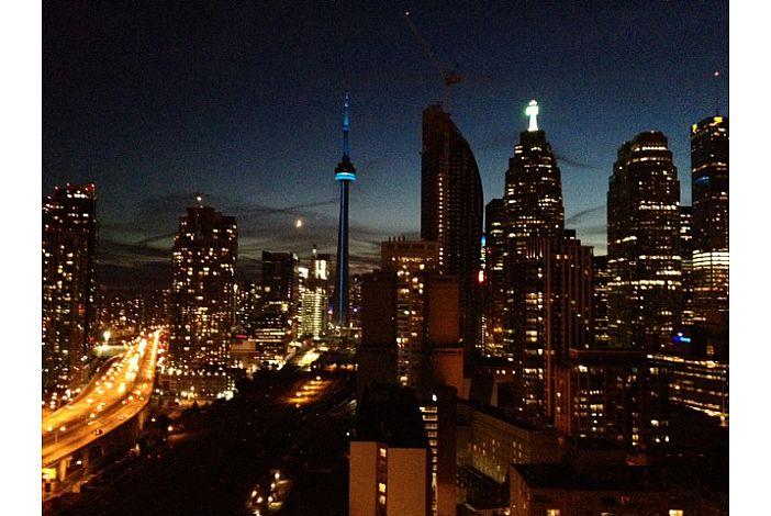 MW skyline dark