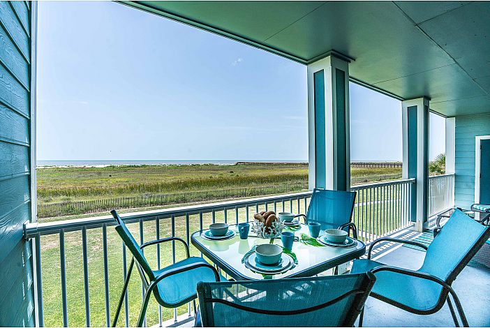 Fabulous unobstructed views of gulf from balcony!