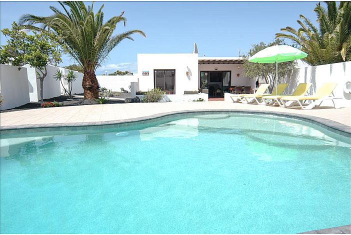 Lanzarote Villa To Rent In Playa Blanca 2 Bedrooms