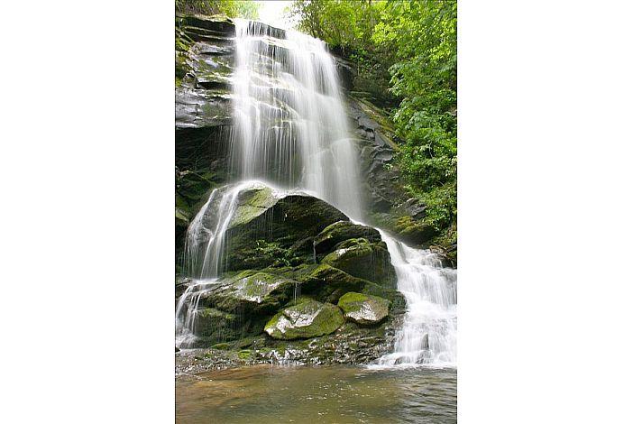 Catawba Falls - a 30-45 min hike