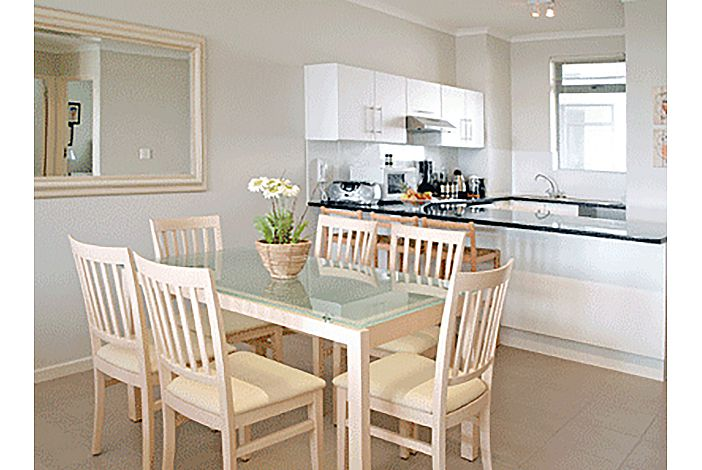 Dining area to kitchen