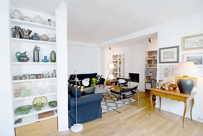 Living room with a collection of earthenware and g