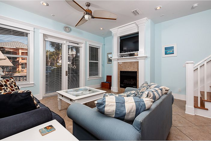 Come Relax! Living room hosts Queen Sleeper