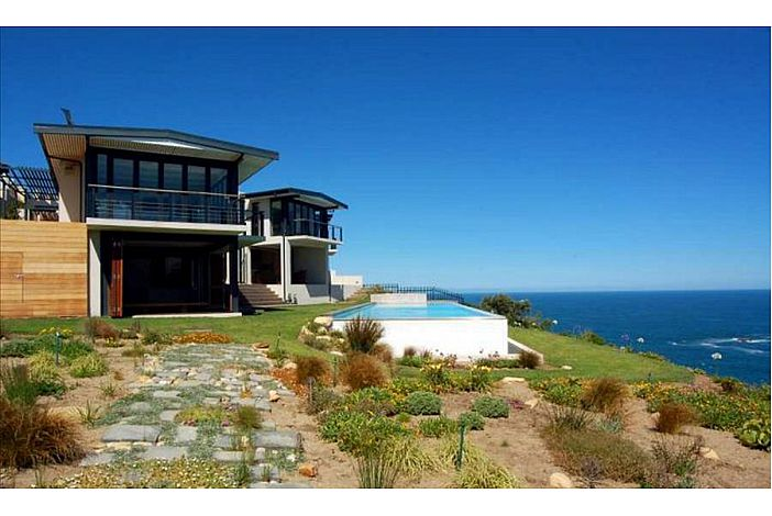 Cliff House and its dramatic position in Knysna