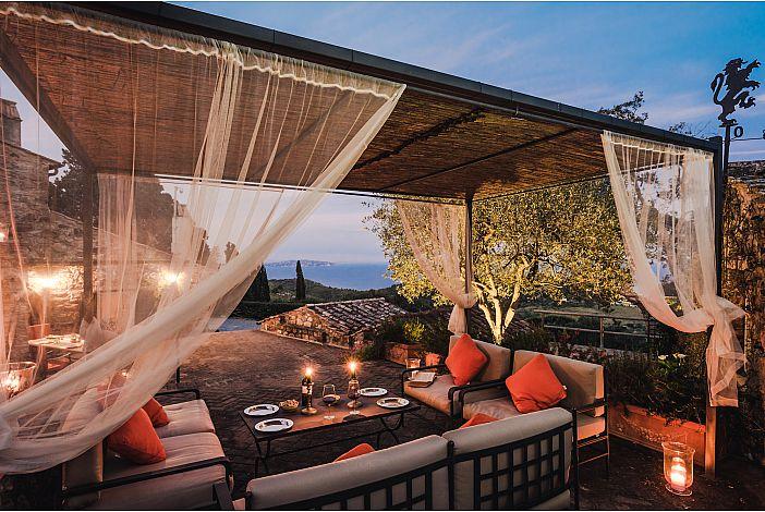 Breathtaking Courtyard Views, Beautiful Setting