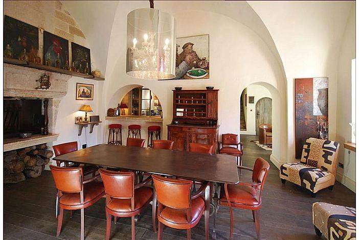 Exquisite Interior, Spacious Home Dining