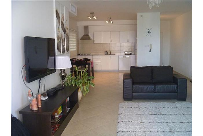 Spacious living area with Cable TV