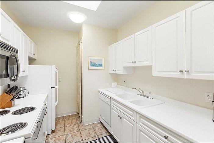 Full Kitchen - Boston Furnished Rental, Back Bay