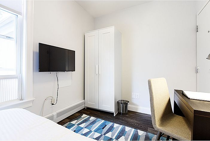 Double Room w/shared bathroom - Quarters™ on DOT