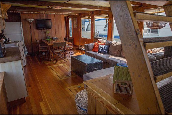 Terrific Fabulous Vacation Rental On The Water In Downtown Boston Spiritservingveterans Wood Chair Design Ideas Spiritservingveteransorg