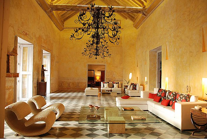 Exquisite and Spacious Lounge Area