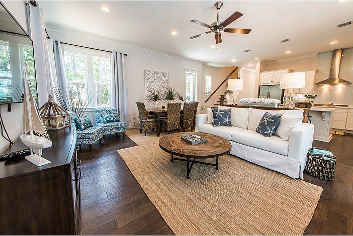 Large Open Floor Plan with Hardwood Floors!