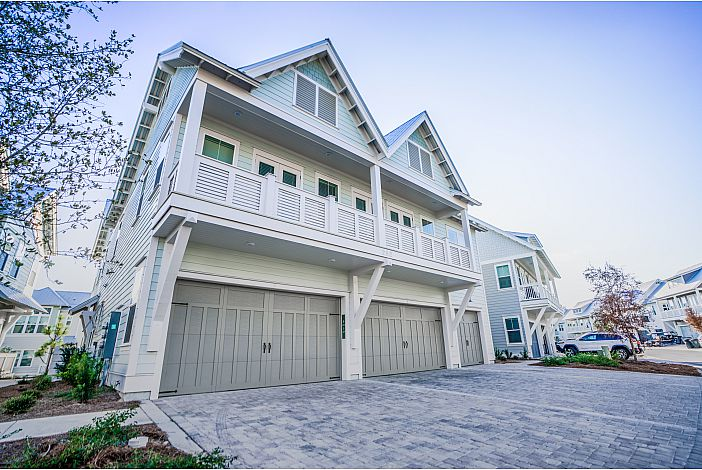 Beautiful Townhome in Prominence