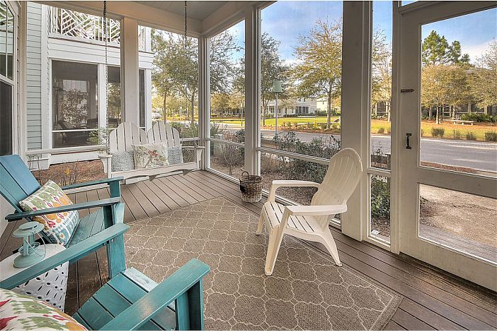 Screened-in Front Porch