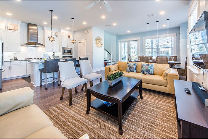 Beautiful Large Floor Plan at Latitude Adjustment!