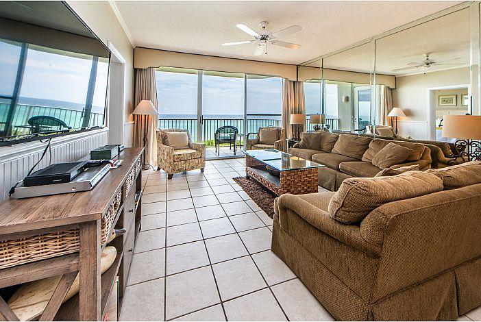 Beautiful Living Room with Gulf Views!