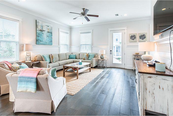Enter a Livingroom Filled With Light!