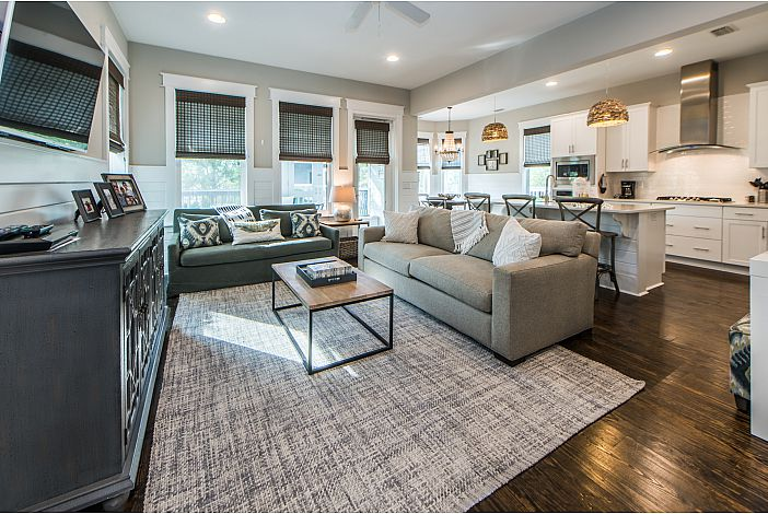 Beautiful Large Open Floor Plan!