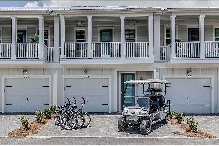 Features a Golf Cart & Bikes!