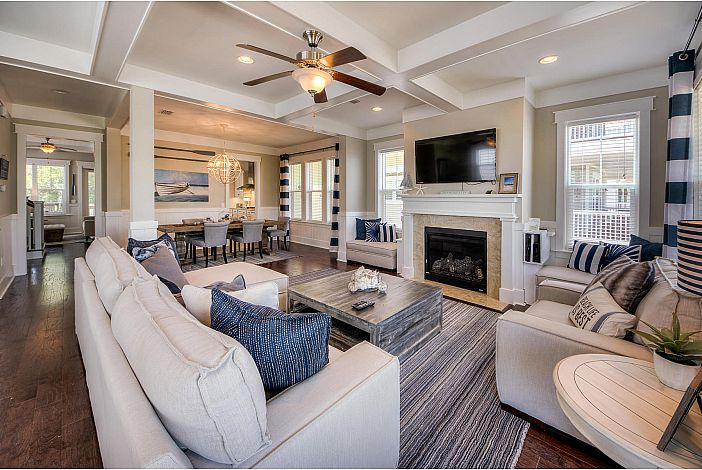 Large Living and Dining Space!
