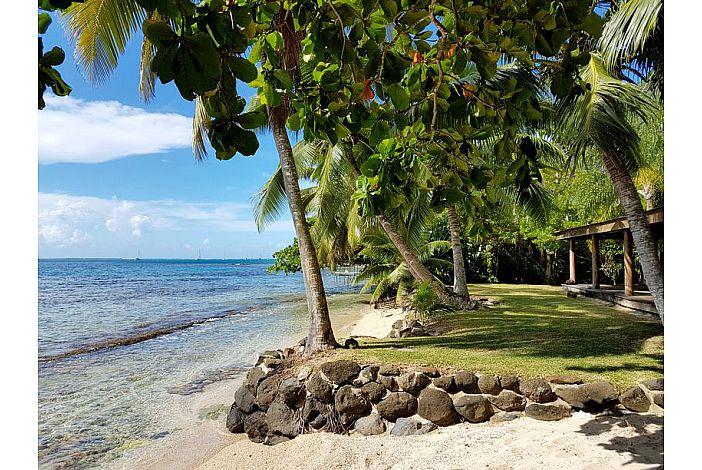 Fare Upu - Garden and beach/Jardin et plage