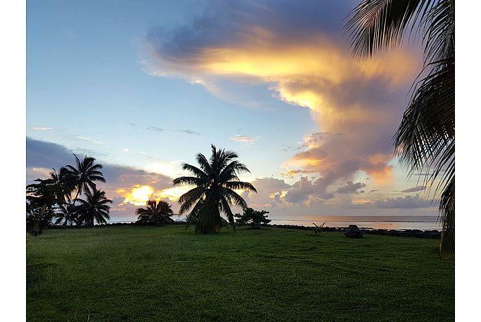 Fare Maoti - Sunset/ coucher de soleil
