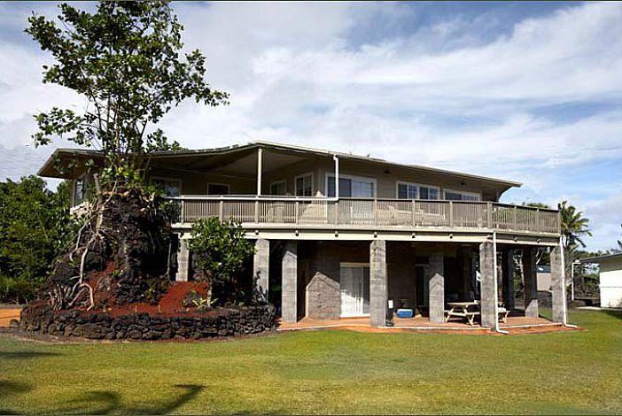 Kapoho Oceanside Villa Home, caretaker below