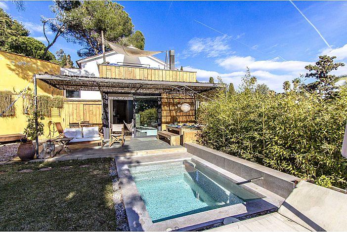 Villa patio and private pool