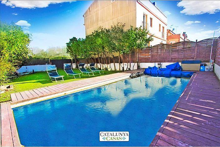 Fabulous garden and pool!