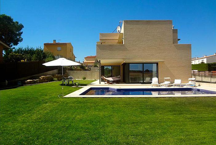 Modern facade of the villa