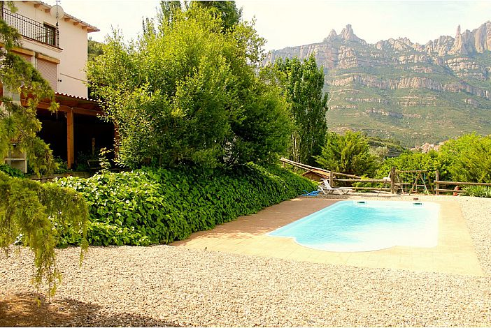 Swimming pool with great mountains views