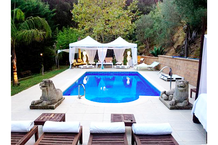 Private pool and patio
