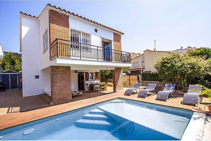 Villa pool and patio