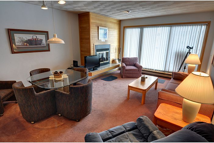 Open and cheery living area w/view of Lake Dillon