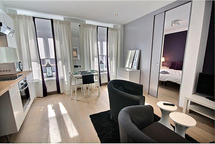 Modern & bright living room