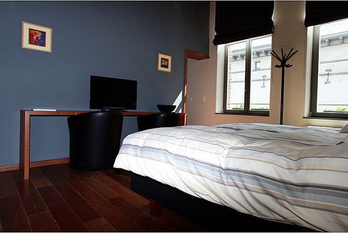 Luminous and modern bedroom
