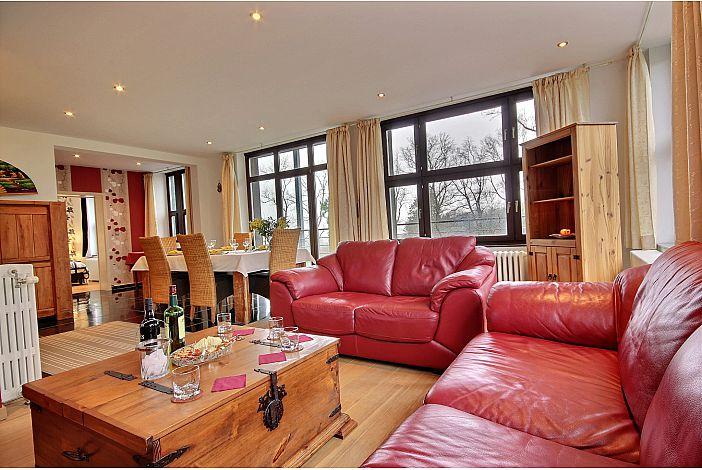 Pleasant and luminous living room