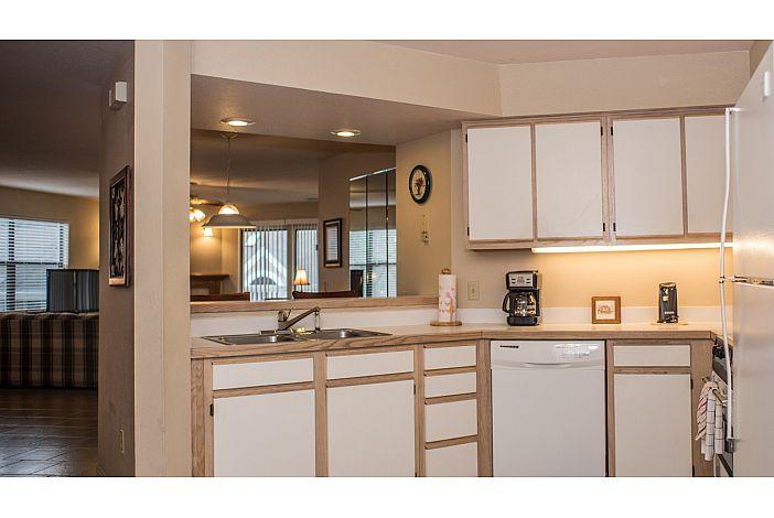 pointe royale branson condo kitchen