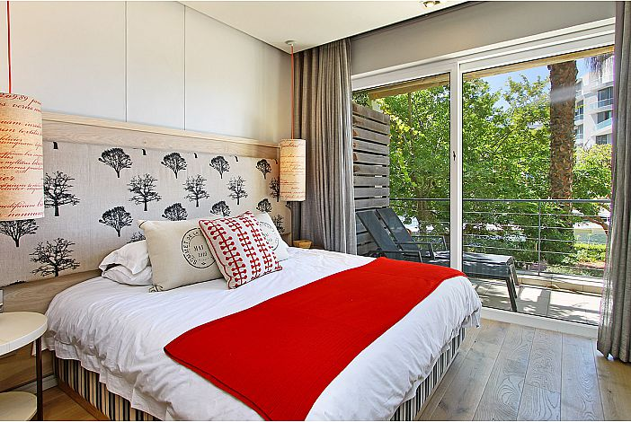 Bedroom/Terrace overlooking Marina waterways