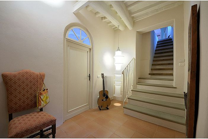 Enter A Light and Elegant Home
